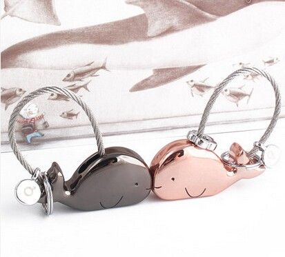 Kiss's whales couple keychains