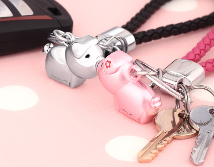 Kiss's pigs couple keychains