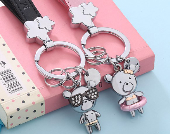 Beach bear lovers keychains