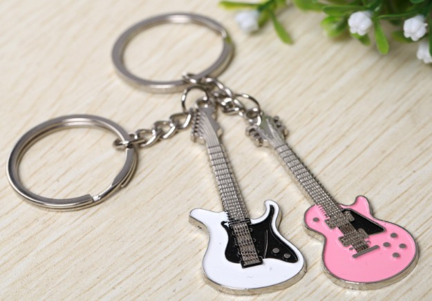 Couple Guitars keychains
