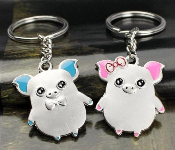 Couple pigs keychains