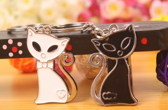 Black and white cats lovers keychains