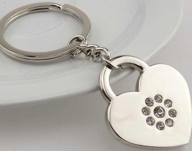 Heart-shaped lock with rhinestone keychain