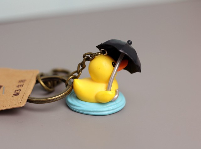 Cute yellow ducklings keychain