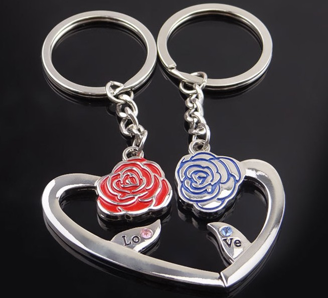 Heart-shaped rose alloy keychain